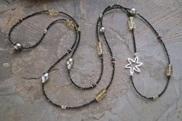 Spinellkette lang mit Tahiti Perlen Limonenquarz Peridot und Granat 925 Silber Silberblume Edelstein