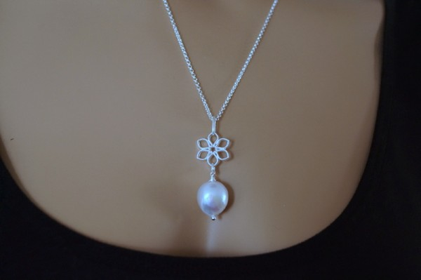 Kette mit Anhänger Kasumi Perlen Blume 925 Silber Brautschmuck Hochzeit